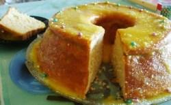 Pão de ló com molho de laranja