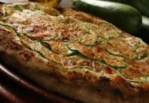 Receita de Pizza de abobrinha light com queijo cremoso