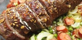 Rocambole de Carne Moída com recheio de Linguiça