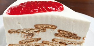 Receita de Semifrio de iogurte com calda de framboesas