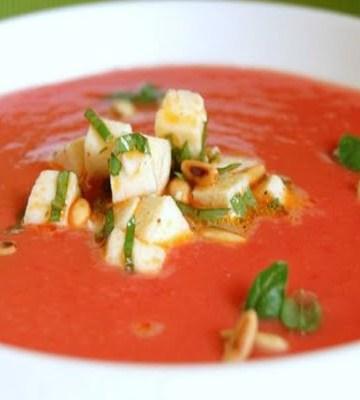 Receita de Sopa de Tomate com Mozzarella Fresca