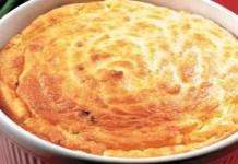 Receita de Suflê de batata com três queijos