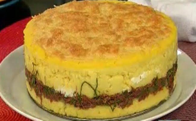 Receita de Torta de Polenta com Carne Seca e Couve