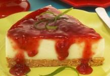 Receita de Cheesecake de limão com calda de morango