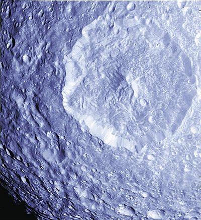 Nuevas Imagenes y Mimos para Mimas,una de las Lunas mas raras del Sistema  Solar (2/3)