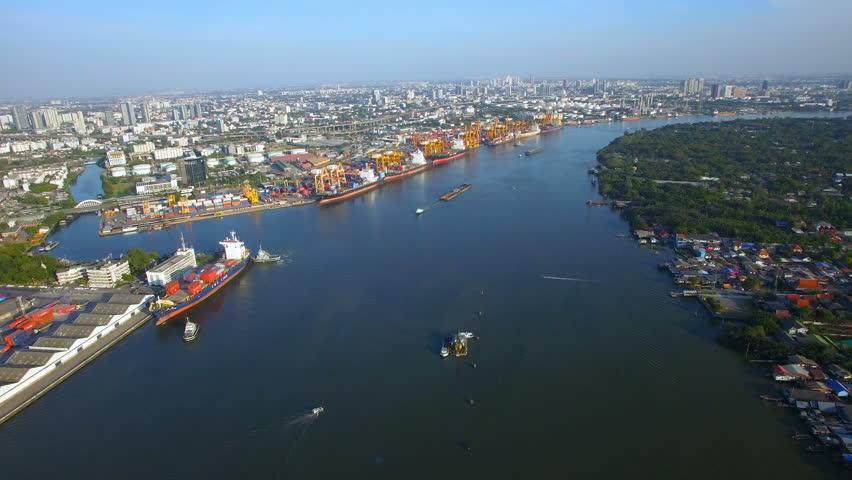 Sự quan trọng của dịch vụ xuất nhập khẩu hàng hóa