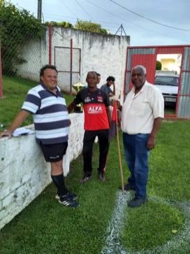 Diretor da Liga Carlinhos, com Ze Maria presidente do União Guaraituba e Raimundo Katinha, vice presidente do XV