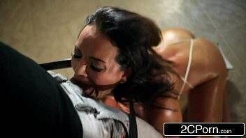 X video free porno morena gostosa peladinha fazendo delicioso sexo oral na rola do careca