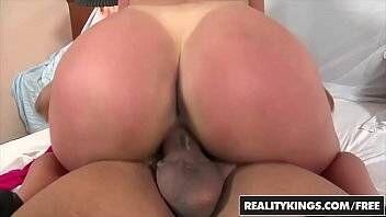 Mundo porno com gostosa rabuda sentando na piroca