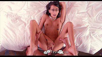 Porno xxx com novinha de óculos dando gostoso