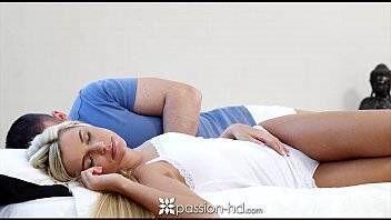 Spankbang loira novinha dando sua buceta