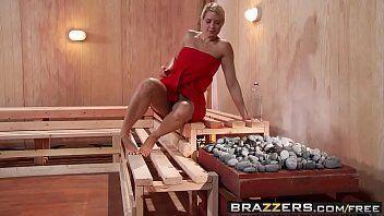Não conto é o melhor site erótico onde mostra varias vagabundas se chupando em plena sauna nesse video