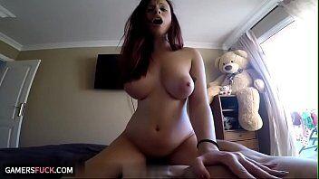 Camera hot flagra uma rabuda deliciosa sentando e rebolando bem em cima da rola do seu namorado