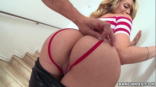 Loira pelada sexo gostoso com uma atriz porno gostosa para caralho que se chama Mia Malkova