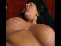 Mamão faz porno gostoso com o filho no sofá da sala