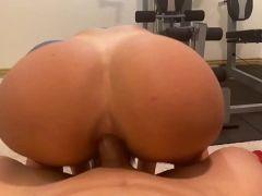 Porno vintage cadela linda fazendo anal dentro da academia com o roludo
