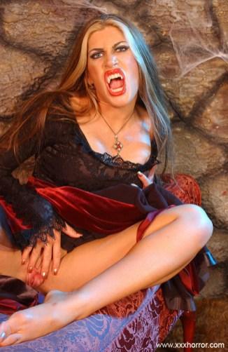 Aria_VampireSlut_0044
