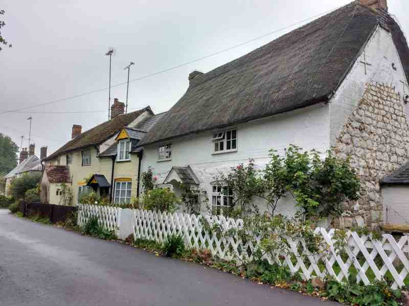 beautiful thatched cottages in Avebury