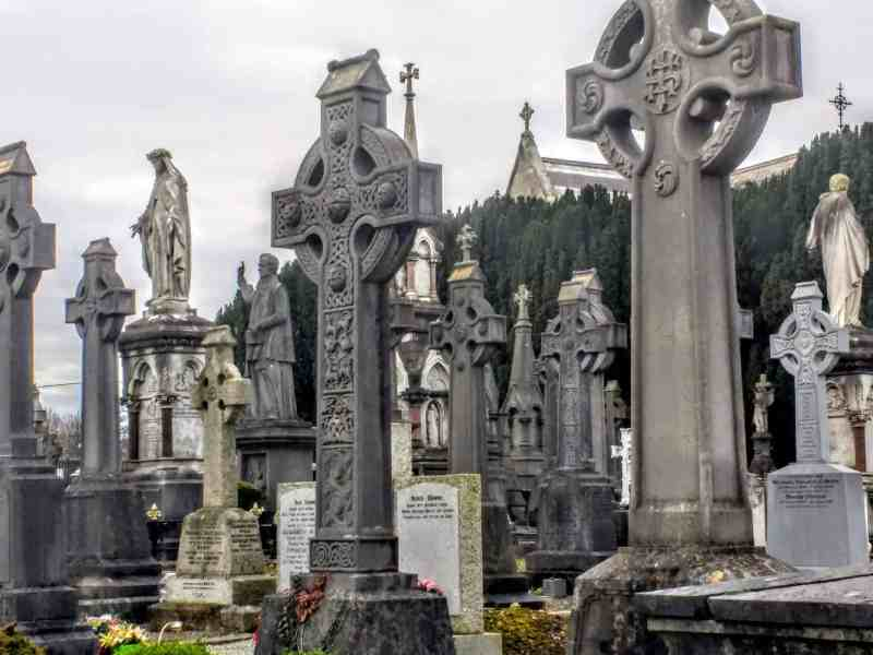 celtic cross tombstones in Dublin's Glasnevin Cemetery