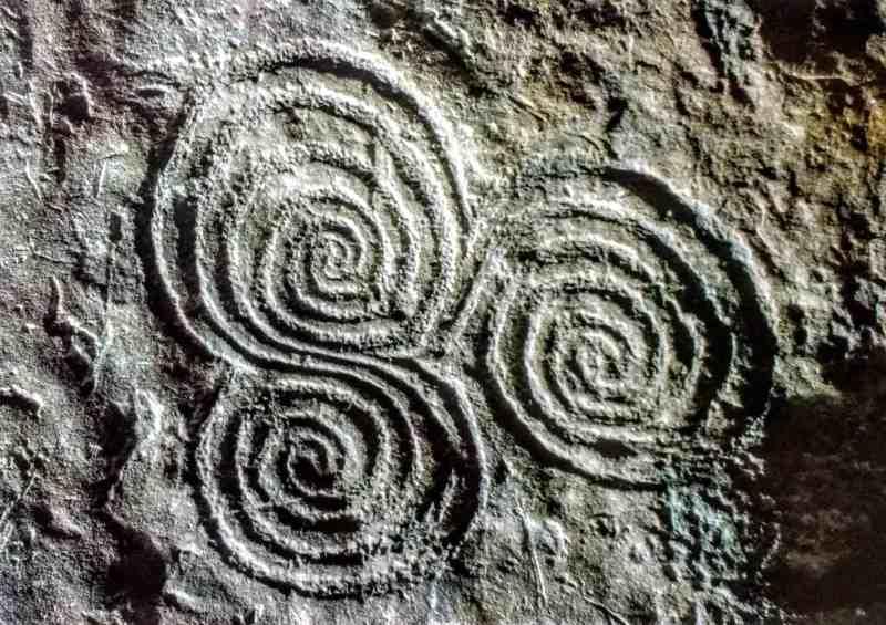 art on the walls of newgrange