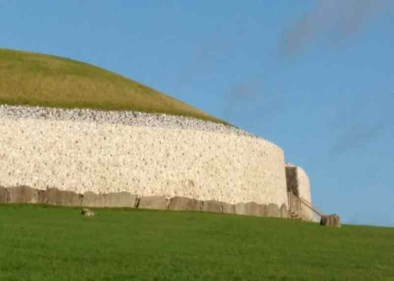 the Newgrange tombs or mound from the pathway up to the tombs