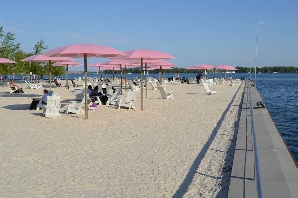 Sugar beach the place to hang for the day in Toronto
