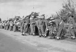 1944-11-01-Θεσσαλονίκη περίχωρα - Αγγλική περίπολος με ελαφρά οχήματα κάνει στάση για τσάι