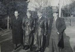 Αφιξη της αντιπροσωπείας στο Ρόστοκ. Από αριστερά: Σικαβίτσας, Αντιστράτηγος Κικίτσας, Υποστρ. Λάμπρος, Θανάσης Γεωργίου