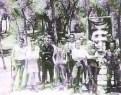 Δεκαετία 1980, Ναζι Skinhead Oi στο δάσος με κελτικό σταυρό.