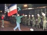 Αθήνα, Πρεσβεία Σερβίας, 1994. Διαδήλωση Χρυσής Αυγής. Με σερβικές και ελληνικές σημαίες ενάντια στα ΜΑΤ