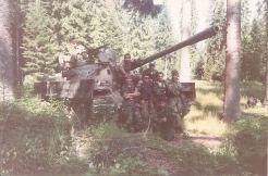 Βοσνία, 1995. Διακρίνονται επάνω σε άρμα μάχης οι Ζαβιτσάνος Δημήτρης, Δημητρίου Χρήστος, Kαλτσούνης Κωνσταντίνος και άλλοι.