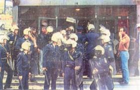 1985-11-17+18 - Χημείο Δεύτερη κατάληψη για φόνο Καλτεζά + Επέμβαση ΜΑΤ-07 - xeimio3