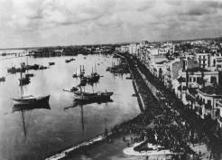 Λεωφόρος Νίκης, 01 Νοεμβρίου 1944: Μεγάλη διαδήλωση για την απελευθέρωση. Φωτογραφία Νο #45.