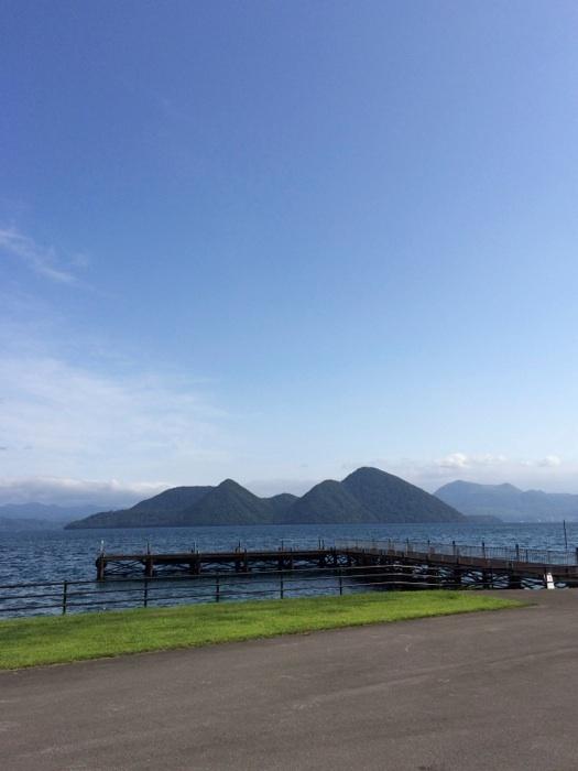 とうや・水の駅から中島を望む