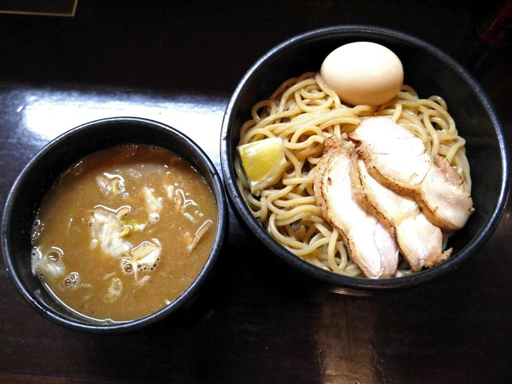 タイ好き常連さんが大絶賛!タイ料理店出身の店主が国産の原材料で作るつけ麺『づゅる麺池田』