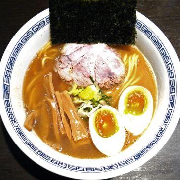 渋谷で1日4時間の営業!天然素材の旨味を生かした豚骨・鶏・魚介スープに女性にも大人気『らーめん はやし』