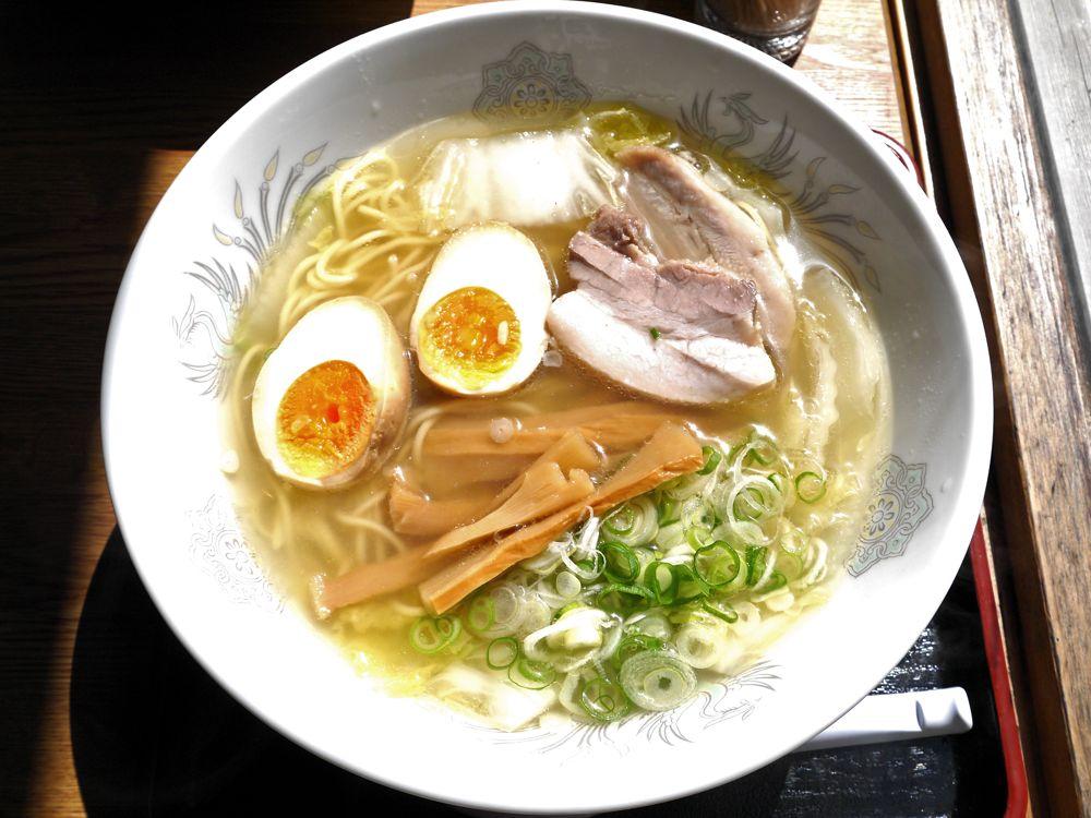 ライダー来襲!煮豚の旨味・野菜の甘味がスープに凝縮された一日50杯限定の吉野の山奥の塩ラーメン『ラーメン河』