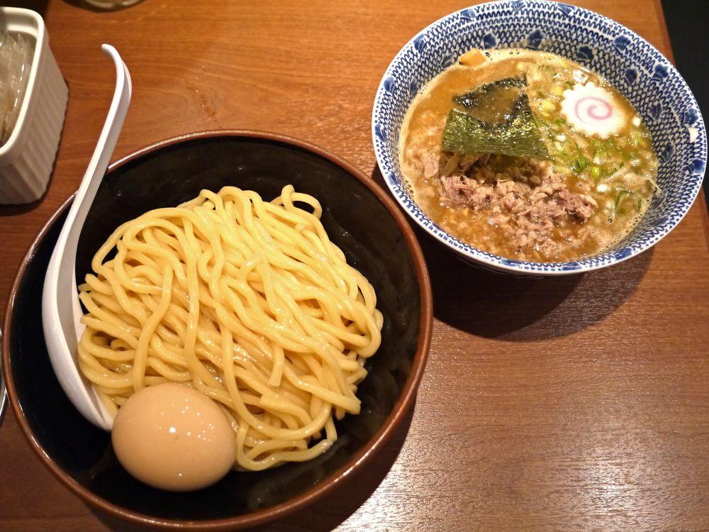 カキコミ数1位のつけ麺店。朝7時30分に東京駅で頂く元祖超濃厚魚介つけめん『六厘舎』