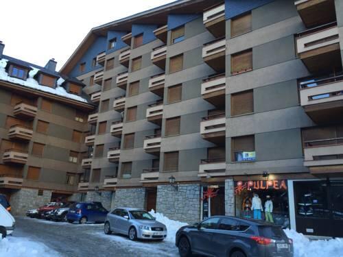 Encuentra alojamiento al mejor precio. Apartamento con vistas en Vielha, Vielha ...