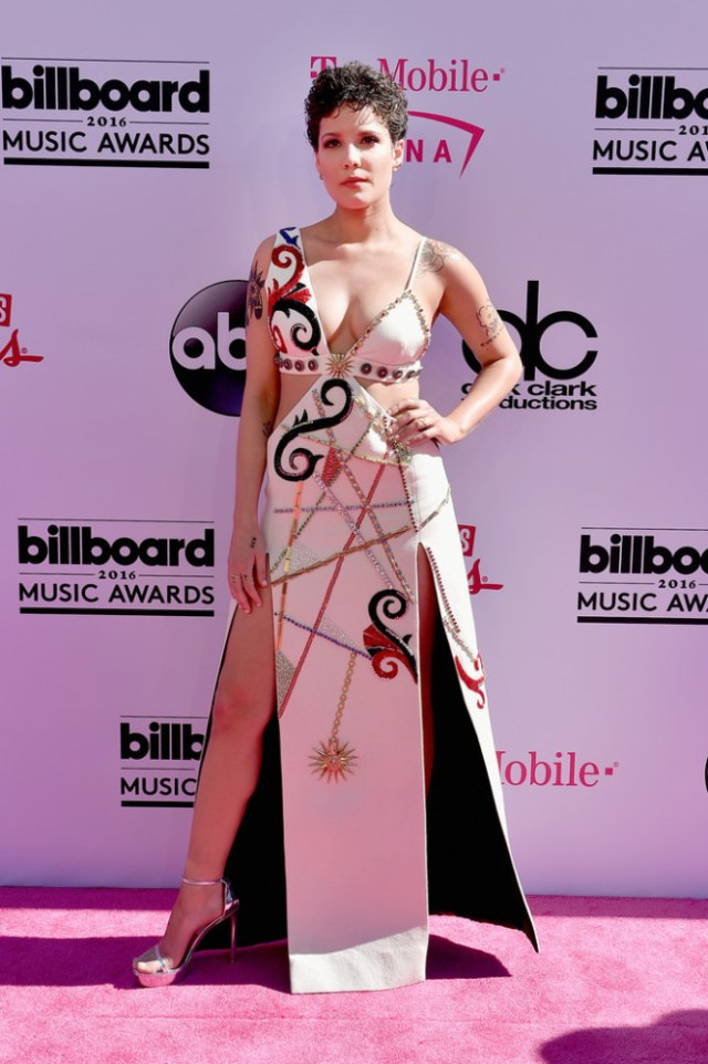 #Billboard-Music-Awards-halsey