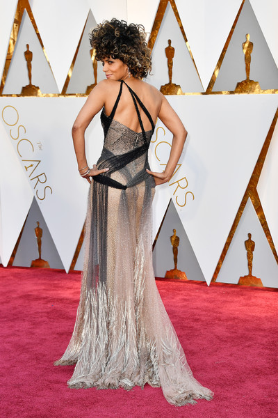 89th-academy-awards-oscars-yaasomuuah-2017-halle-berry-1