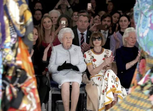 queen-elizabeth-london-fashion-week-1