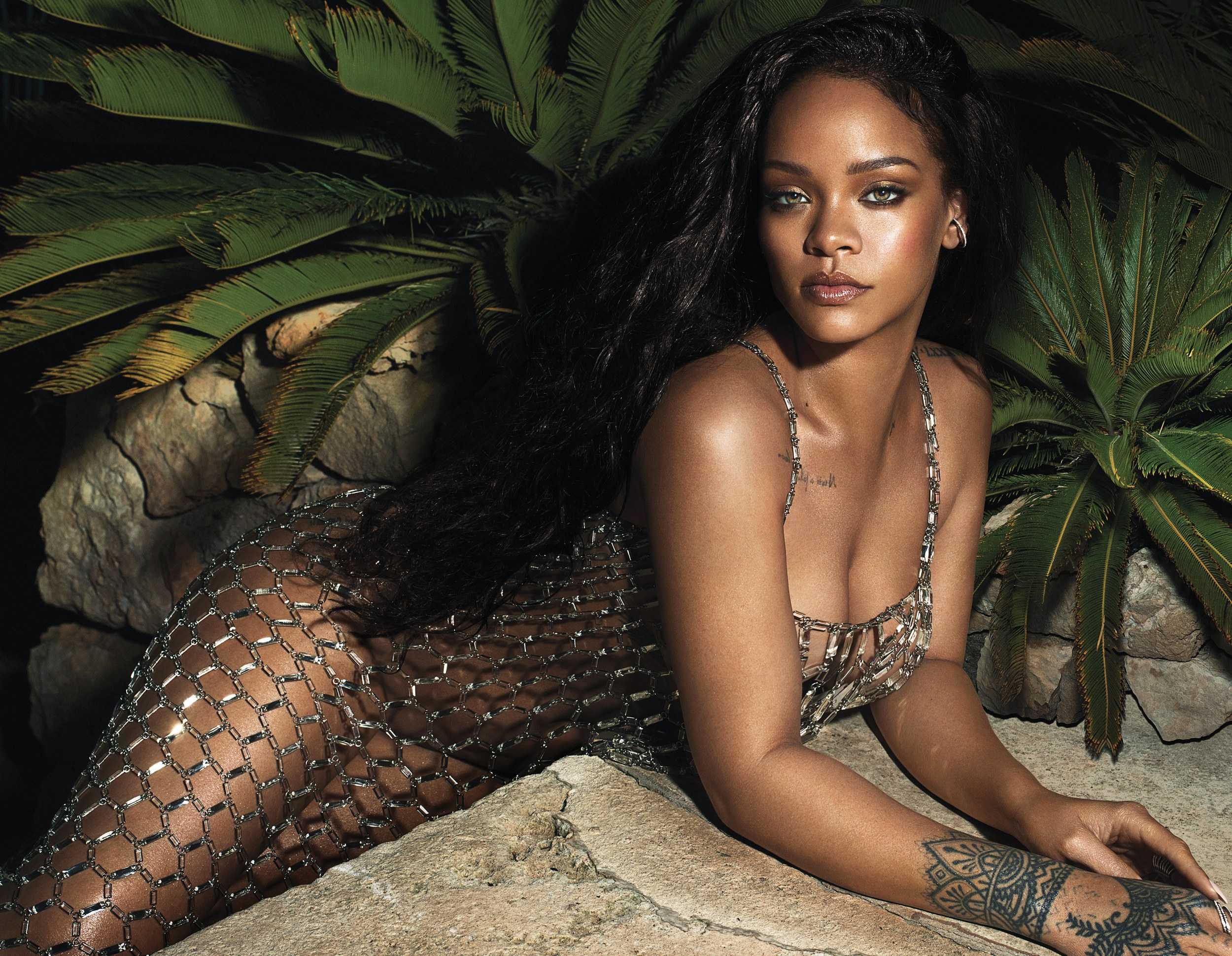Want To See How Rihanna Does Her Makeup? Watch Her Latest Tutorial For Vogue!