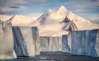 Fransız fotoqraf Josselin Cornounun 'Tabular Iceberg' adlı çalışması.
