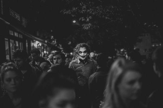 Yunan fotoqraf Constantinos Sofikitisin 'Halloween Protagonists' adlı çalışması.
