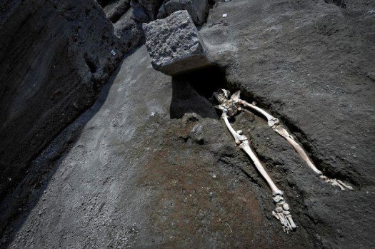 Pompeii victim not crushed by falling masonry