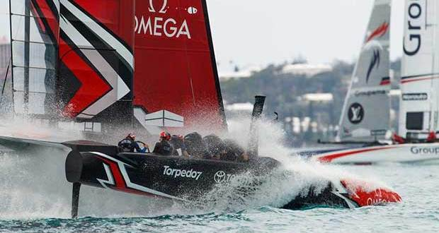 Emirates Team New Zealand splashes down in Practice Session 5, May 2017 Hamish Hooper/Emirates Team NZ http://www.etnzblog.com