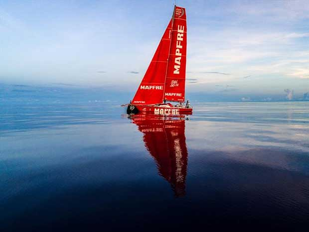Volvo Ocean Race Leg 4, Melbourne to Hong Kong, day 08 on board MAPFRE, Sunset without wind, flying low. © Ugo Fonolla / Volvo Ocean Race