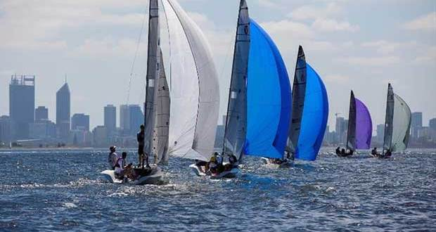Vipers play follow-the-leader as they sail towards Perth City in light conditions © Bernie Kaaks