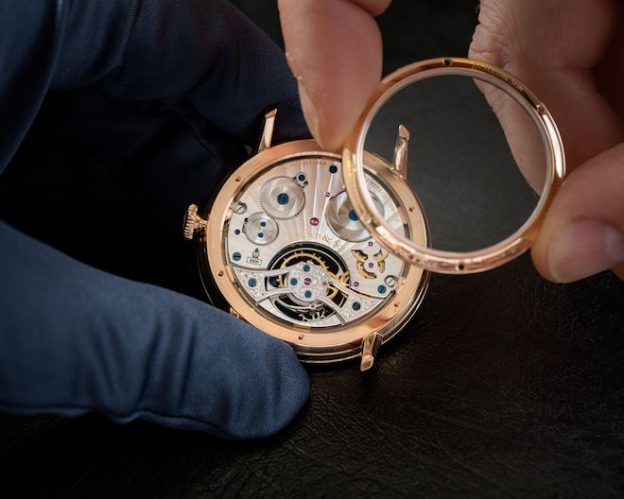 Arnold-Son-Ultrathin-Tourbillon-Koi-Bespoke-Crafts-meets-watchmaking-5-624x499
